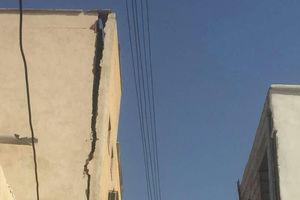 عکس/ نمایی خطرناک از ساختمان بانک سپه دیّر پس از زلزله