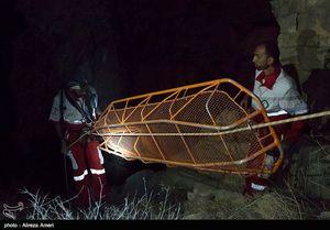 عکس/ عملیات ۱۱ساعته برای نجات جوان حادثهدیده