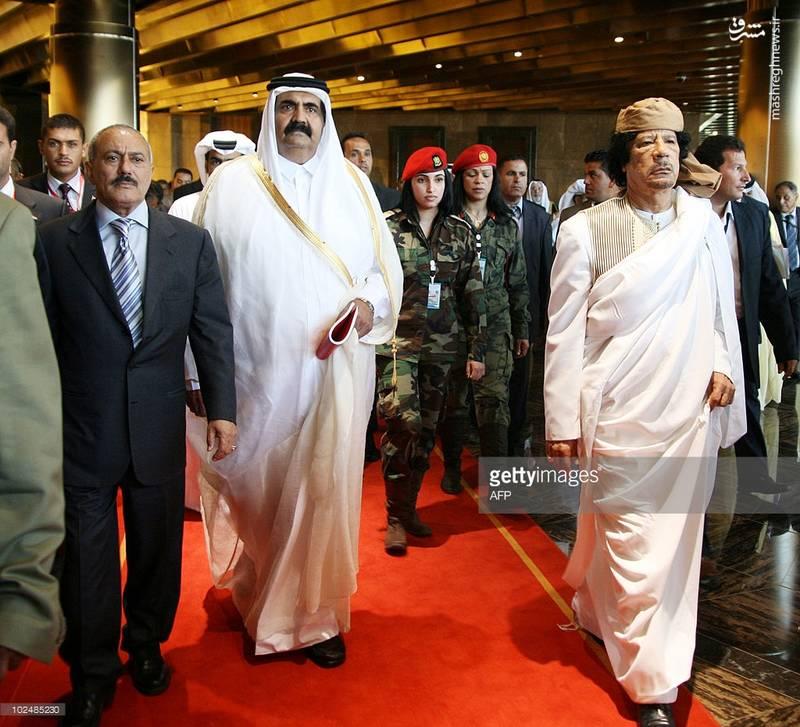 عبدالله صالح در کنار شیخ خالد بن احمد آلخلیفه و معمر قذافی