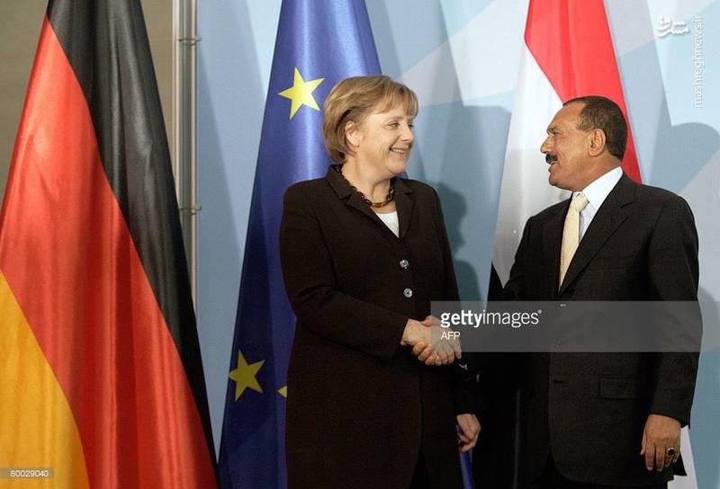 عبدالله صالح در کنار مرکل