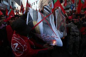 عکس/ سوزاندن تصاویر خاندان آل سعود در غزه