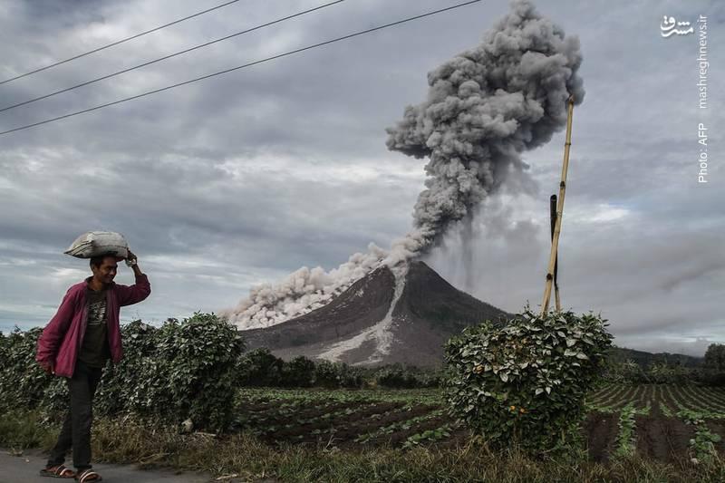 انتشار دودهای آتشفشانی در اندونزی به اتفاقی روزمره تبدیل شده است