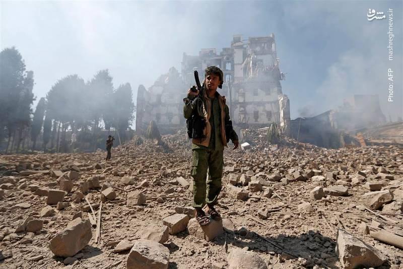 بمباران مستمر و گسترده یمن از سوی عربستان پس از کشتهشدن علی عبدالله صالح شتاب گرفته است. این تصویر، کاخ ریاستجمهوری در صنعا را نشان میدهد که چیز خاصی از آن نمانده است
