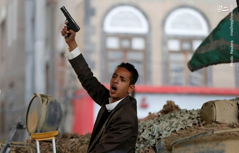 پس از کشتهشدن علی عبدالله صالح، بسیاری از خبرگزاریها با انتشار این تصویر از پسر وی تلاش کردند هوادارانش را به انتقام تحریک کنند و تضعیف روحیه آنها را در برابر پیروزیهای اخیر انصارالله جبران کنند!
