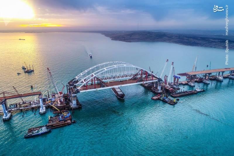 پل ارتباطی بین شبهجزیره کریمه و سرزمین اصلی روسیه در حال ساخت است