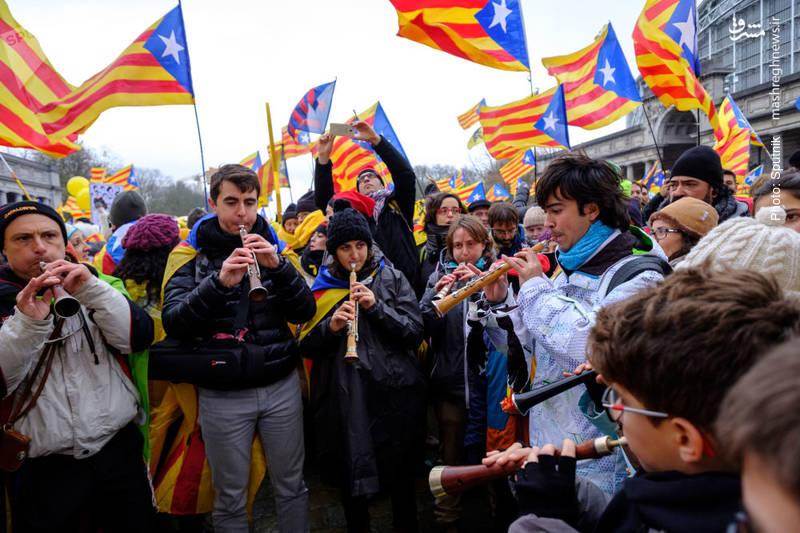 تجمع کاتالانها در بروکسل در حمایت از رئیس برکنارشده این منطقه