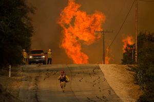 ادامه آتش سوزی مهیب در جنوب کالیفرنیا