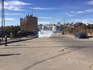 فیلم/ حمله جوانان فلسطینی به نظامیان صهیونیست
