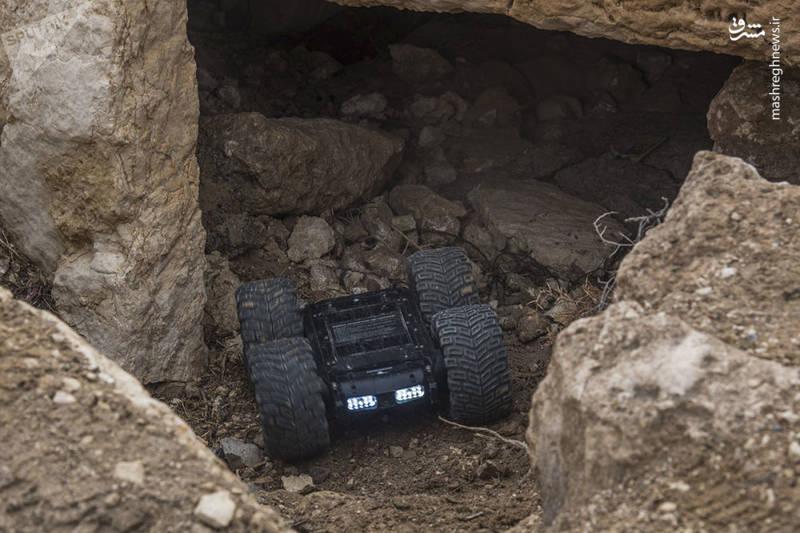 """پایگاه سیار کنترل از راه دور با دوربین ، میکروفن و گرماسنج مجموعه تحقیقاتی رباتیک """" اسکارابی"""""""