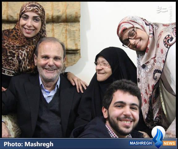 حاج فایز مغنیه و همسر و نوه هایش(فرزندان عماد و جهاد)