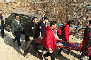 عکس/ نجات مرد میانسال در ارتفاعات درکه