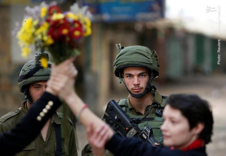 حضور فعالان اجتماعی خارجی برای پایاندادن به درگیریها در فلسطین. احتمالا پس از پایان درگیری، دولتهای اروپایی رسماً تقسیم بیتالمقدس را به دو پایتخت اسرائیلی و فلسطینی اعلام میکنند!