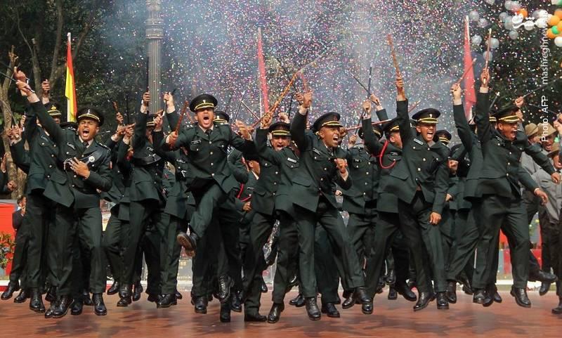 خوشحالی سربازان هندی در مراسم فارغالتحصیلی