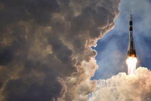 عکس/ پرتاب موشک سایوز به همراه سه فضانورد