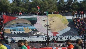خشم سعودیها از اقدام تماشاچیان الجزایری +عکس