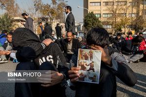 عکس/ لحظه سرقت سارق دستگیر شده