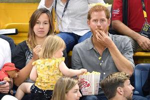فیلم/ سرقت شگفت انگیز دختر ۲ساله از شاهزاده انگلیس!