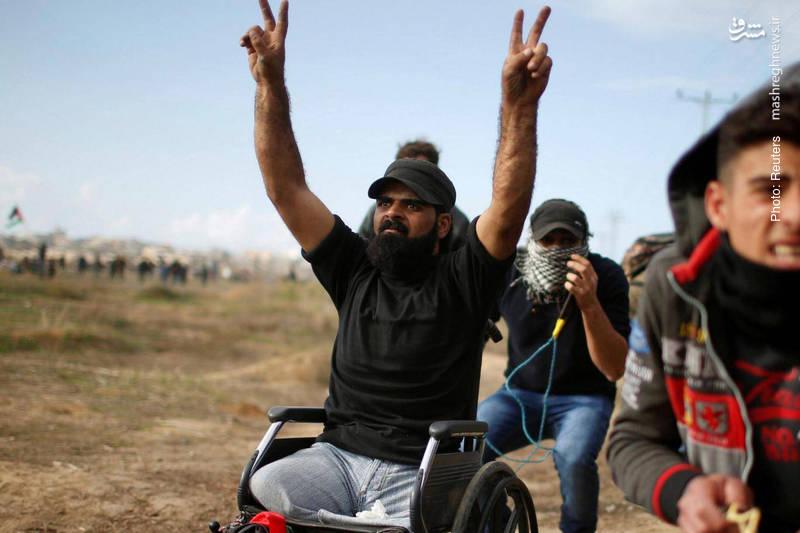 ابراهیم ابوثریا که در سال 2008 میلادی در حمله هوایی صهیونیستها از ناحیه دو پا معلول شده بود، در تظاهرات علیه تصمیم اخیر ترامپ به انتقال سفارت آمریکا به بیتالمقدس از ناحیه سر هدف گلوله قرار گرفت و شهید شد.