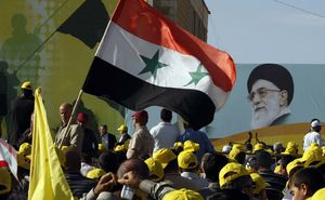 عکس رهبری و پرچم سوریه