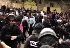 فیلم/ حمله وحشیانه به نمازگزاران در مسجدالاقصی