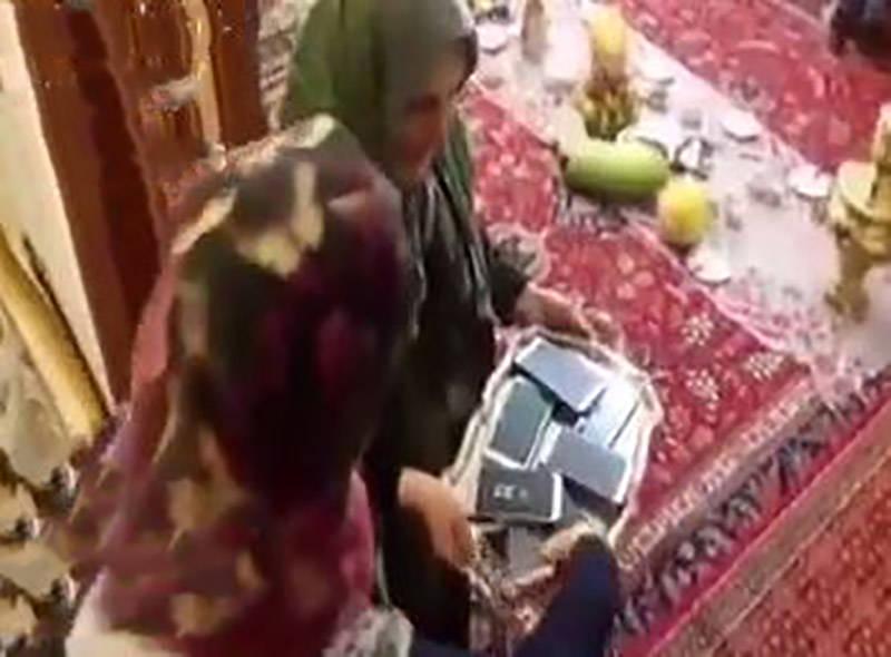 فیلم/ سینی تحویل موبایل مادربزرگ در شب یلدا