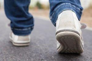 کفش مخصوص مبتلایان به پارکینسون ساخته شد +عکس