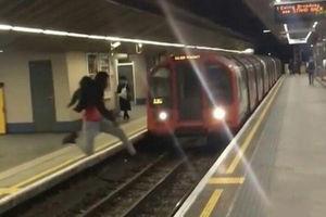 فیلم/ اقدام دیوانه وار یک جوان در مترو