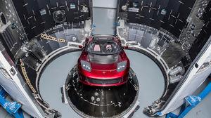 اولین خودرویی که به فضا میرود