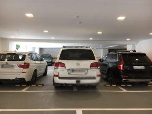 عکس/ سه شاسیبلند گرانقیمت در یک پارکینگ!