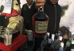 تجارت کثیف با جمعآوری بطری مشروبات خارجی از سطلهای زباله +عکس