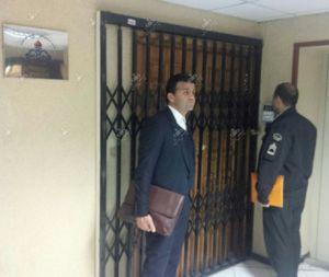 پلیس پشت درهای بسته باشگاه نفت +عکس