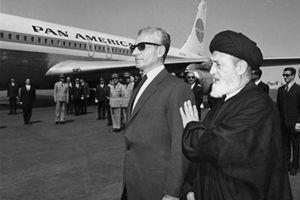 روحانیونی که از دربار حقوق میگرفتند
