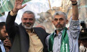 فیلم/ رونمایی حماس از اسلحه غنیمت گرفته شده فرمانده صهیونیست