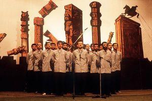 عکس/ سرودخوانی اسیران عراقی در زندان اوین