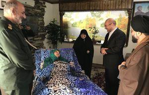 عکس/ عیادت قالیباف از مادر شهیدان محمدزاده