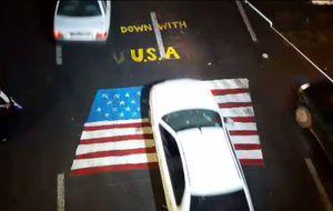 فیلم/ پرچم آمریکا و اسرائیل کف میدان شهدای تهران
