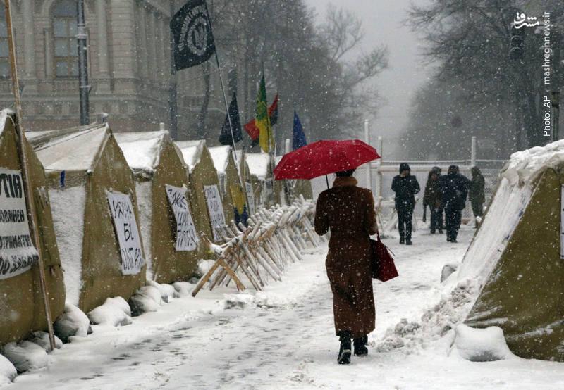 تحصن هواداران «جنبش نیروهای جدید» در مقابل پارلمان کییف که درخواست استعفای پترو پروشنکو رئیسجمهور اوکراین را دارند