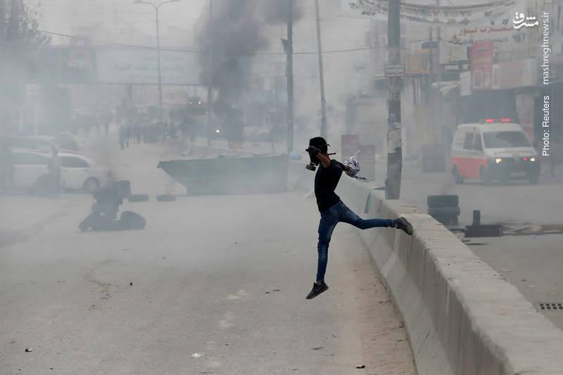 تداوم اعتراض فلسطینیان در رامالله به تصمیم اخیر ترامپ جهت انتقال سفارت ایالات متحده به قدس