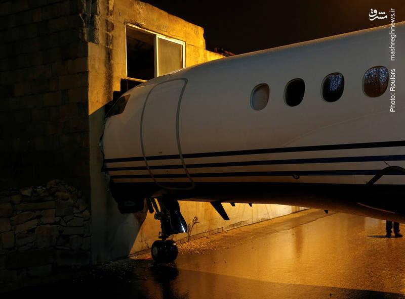 خروج هواپیمای شخصی فالکون هفت-ایکس از فرودگاه و برخوردش با دیوار یک ساختمان بر اثر وزش شدید باد در جزایر مالتز
