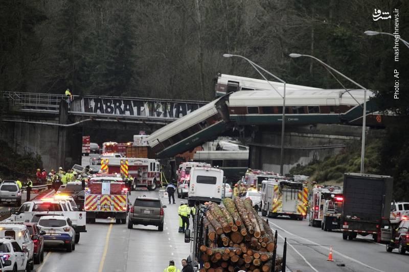 سقوط قطار تندرو از روی پل پس از نصب ریل جدید در سیاتل آمریکا