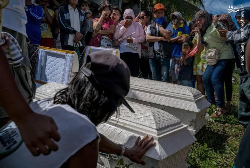 سوگواری بر پیکر کشتهشدگان طوفان در فیلیپین