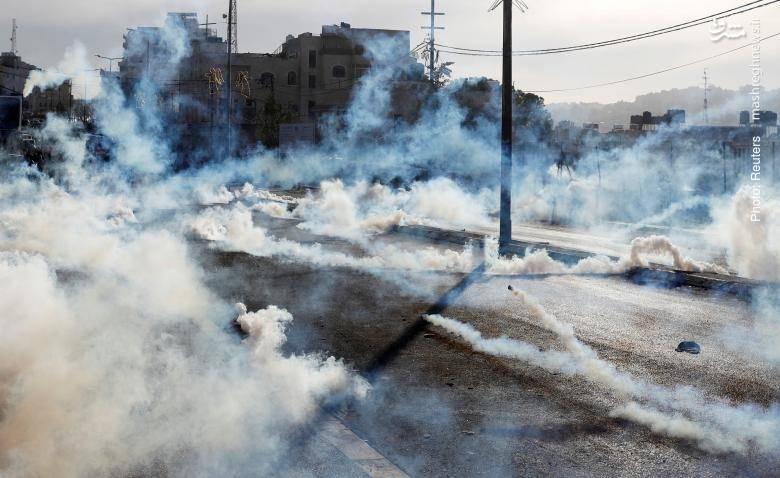 صحنهای از درگیری پلیس با مردم در تظاهرات فلسطینیان، کرانه باختری