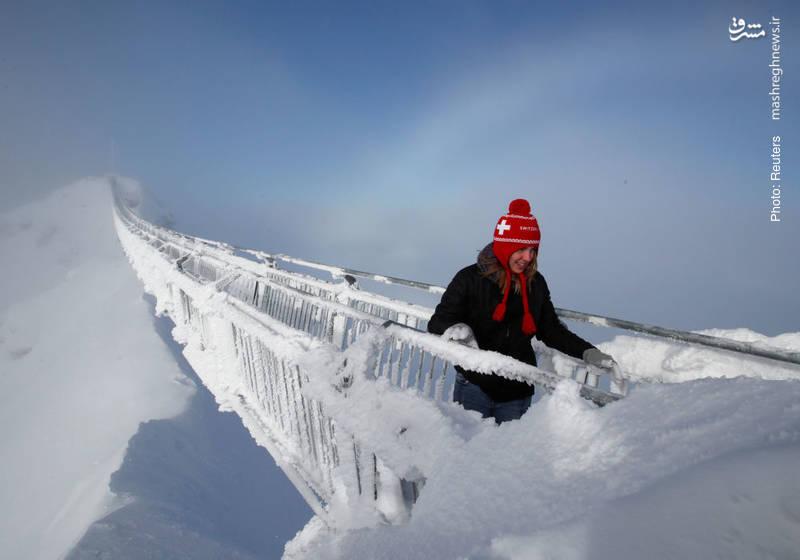 هجوم مجدد سرما به اروپا. در تصویر، پل یخزدهای را در سوئیس میبینید.