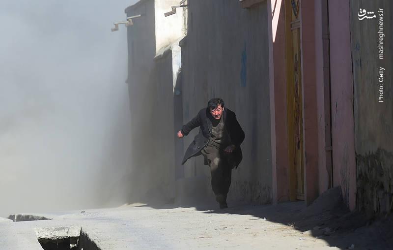 فرار از انفجار مهیب مرکز فرهنگی شیعیان در کابل که با انفجارهای بعدی حین رسیدگی به مصدومان همراه شد و بیش از 40 کشته بر جای گذاشت.