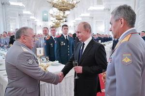 عکس/ دیدار پوتین با نظامیان فرستاده به سوریه