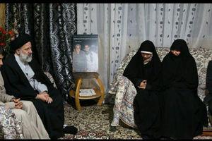 عکس/ دیدار رئیسی با خانواده شهدای مدافع حرم