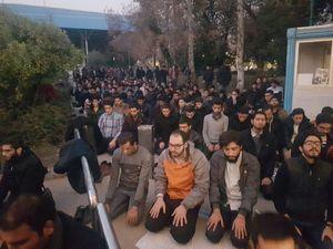 عکس/ اقامه نماز جماعت در دانشگاه تهران