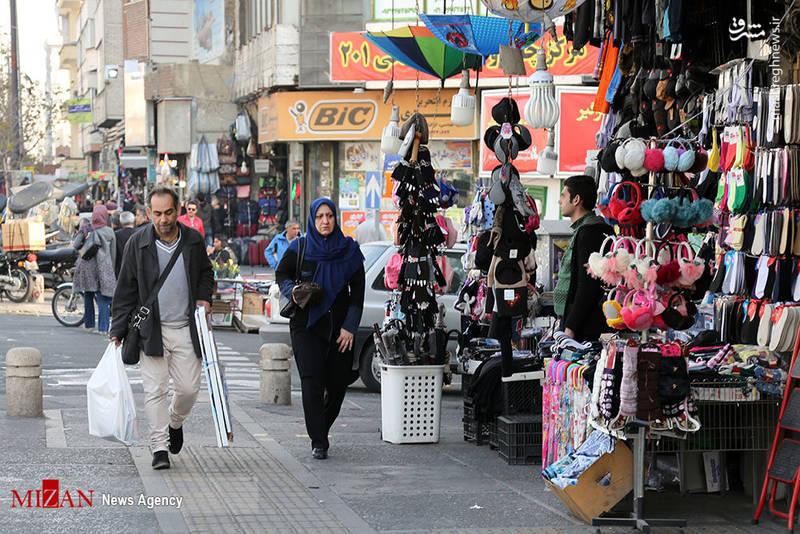 فضای آرام میدان انقلاب و خیابانهای اطراف