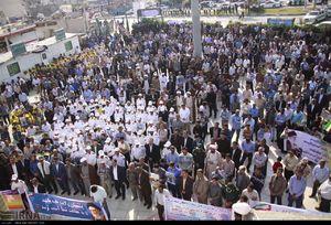 عکس/ تظاهرات مردم قشم علیه اغتشاشگران