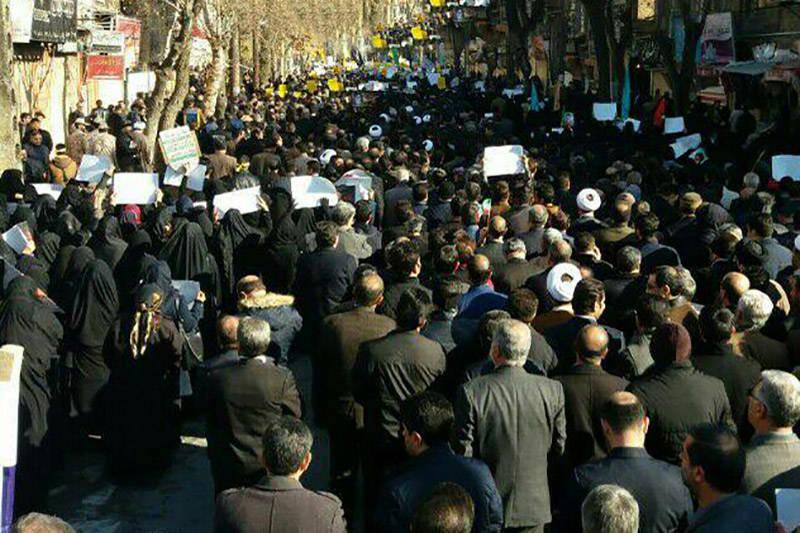 فیلم/ قیام کرمانشاهیها علیه فتنه آشوبگران